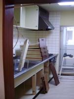 まずは古いキッチンの撤去から。