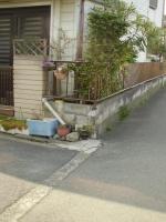 ここも雨樋が門の横まで、ニョキニョキ生えてきてます(T_T