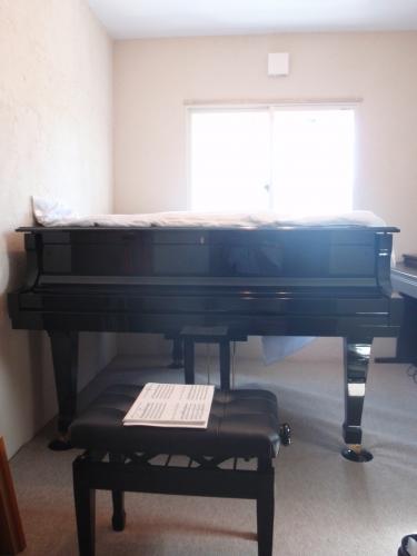 ピアノがしっくりくる壁面、素敵なリフォームになりました♪
