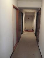 リフォーム前の廊下、カーペットの掃除はほんと大変でした^^;
