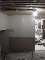 床を延長し、壁を作ってキッチンボードを貼っていきます。