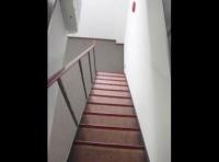 リフォーム後の階段部分。