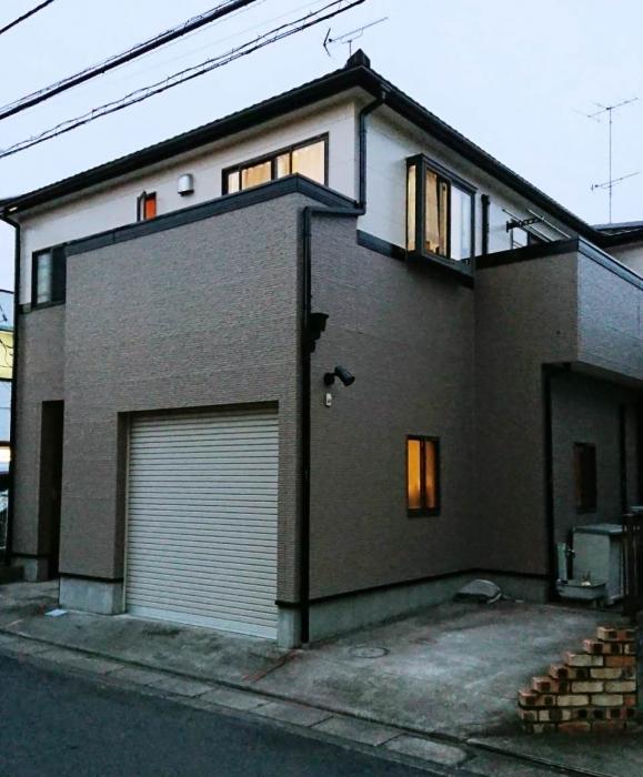 施工完了 雨樋の色が家のバランスをよく見せてくれます